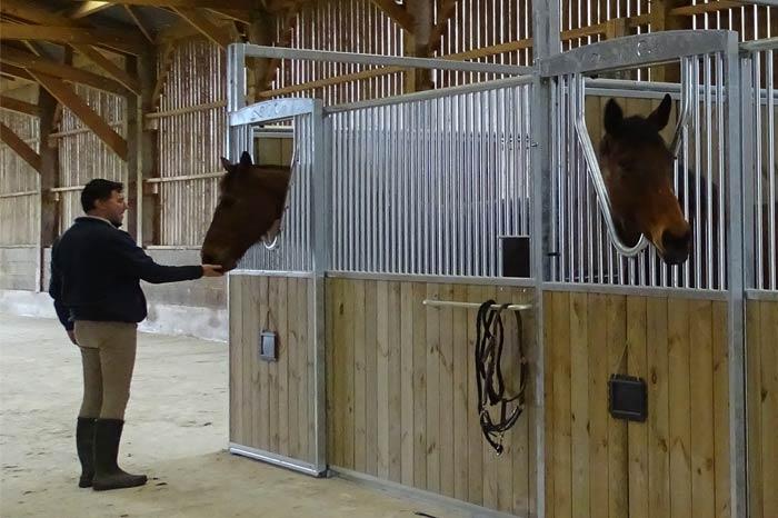 Pension pour chevaux : boxes des Ecuries de Frenay
